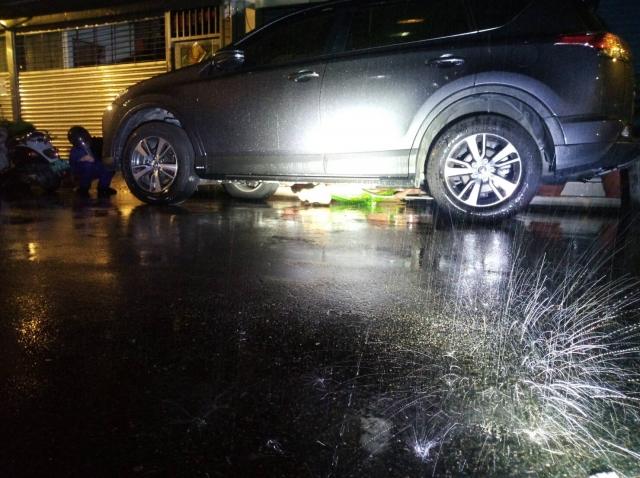 2019年9月6號  狂風暴雨獨自靜默車底下的牠
